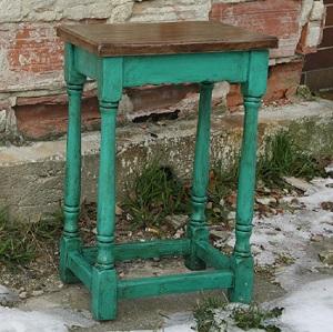 Príručný stolík s patinou