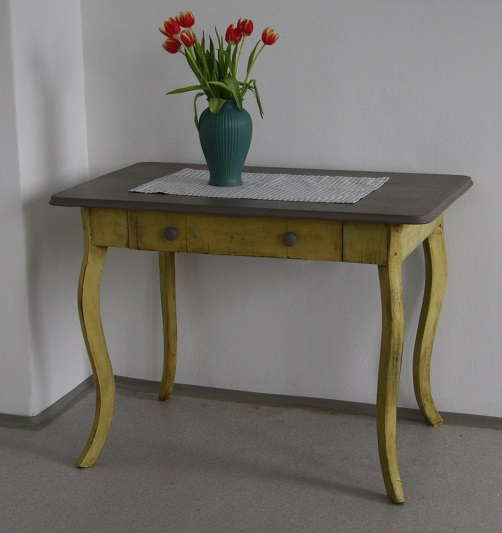 Stôl v severskom štýle