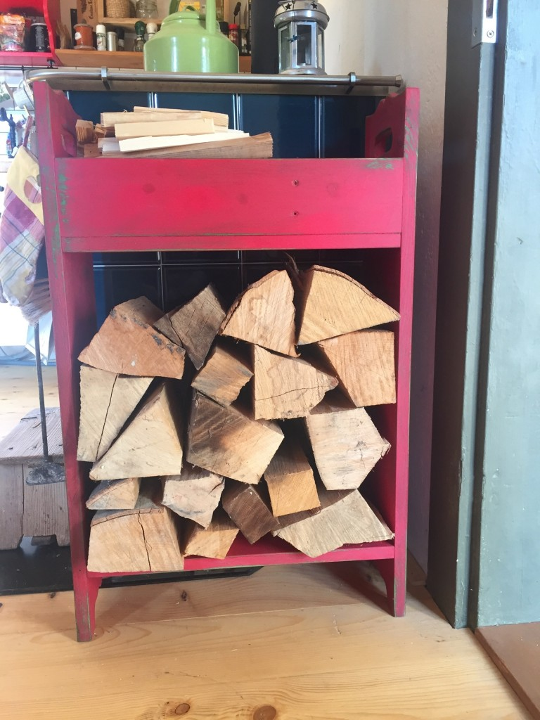polica-na-odkladanie-dreva