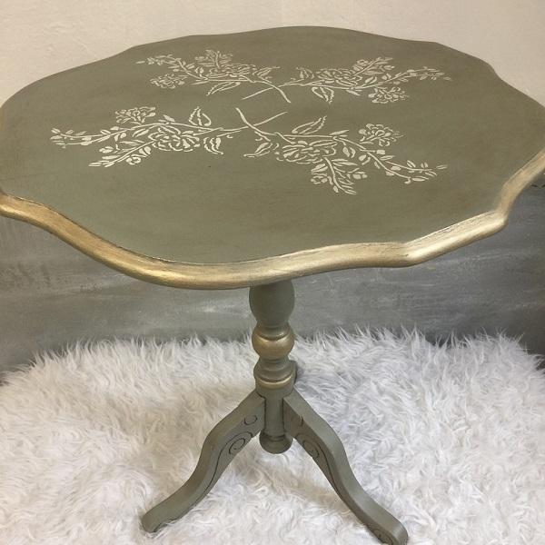 Vintage stolík so zlatením