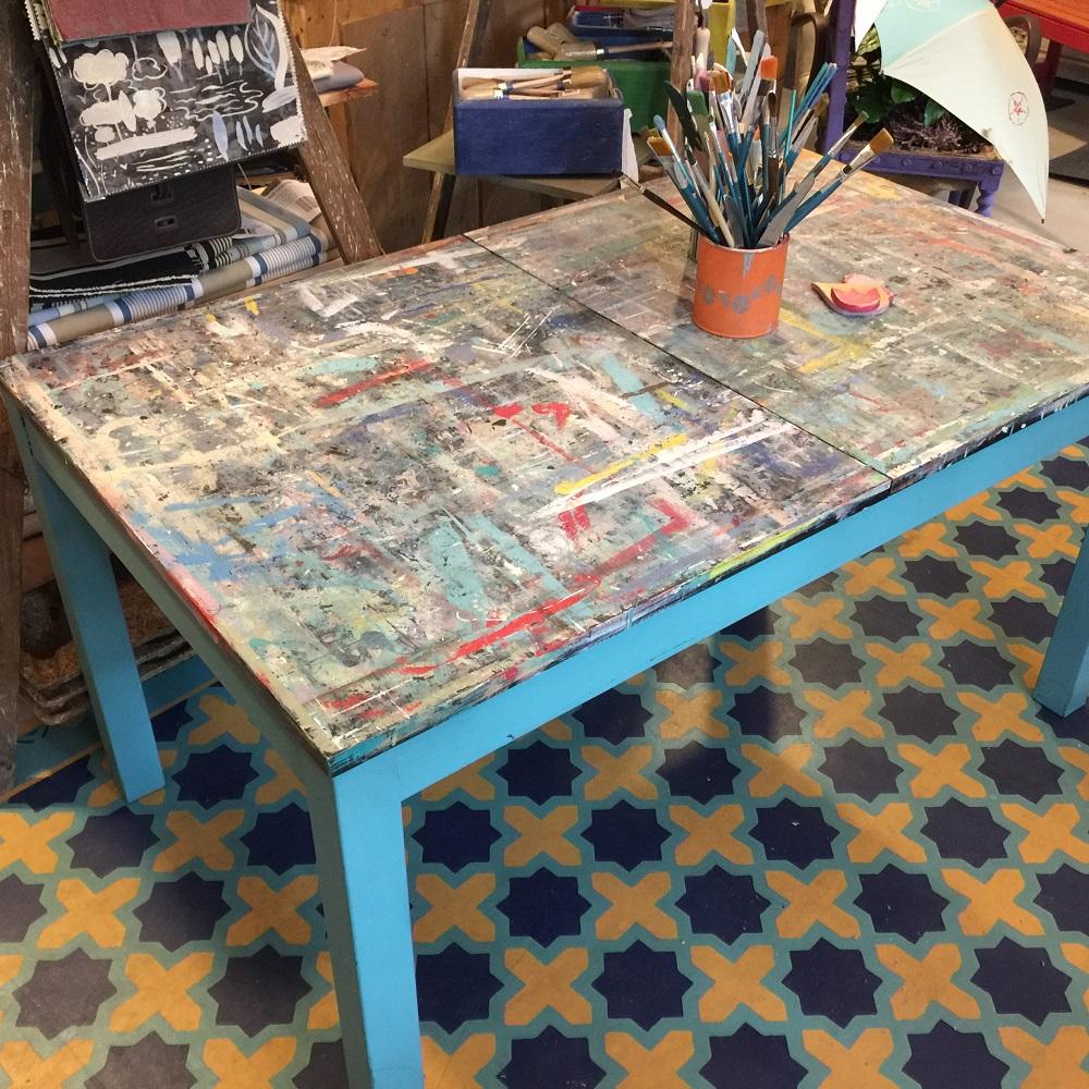 Stôl pre umelca
