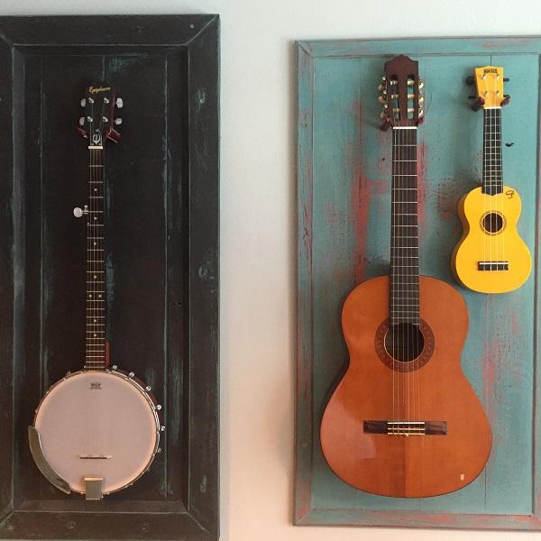Štýlový stojan na gitaru