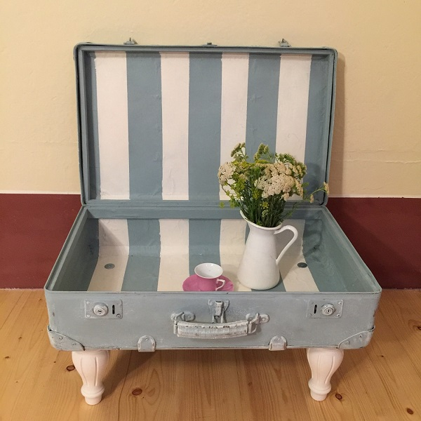 Príručný stolík zo starého kufra