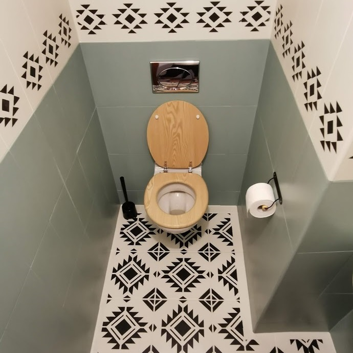 Premaľovaná toaleta