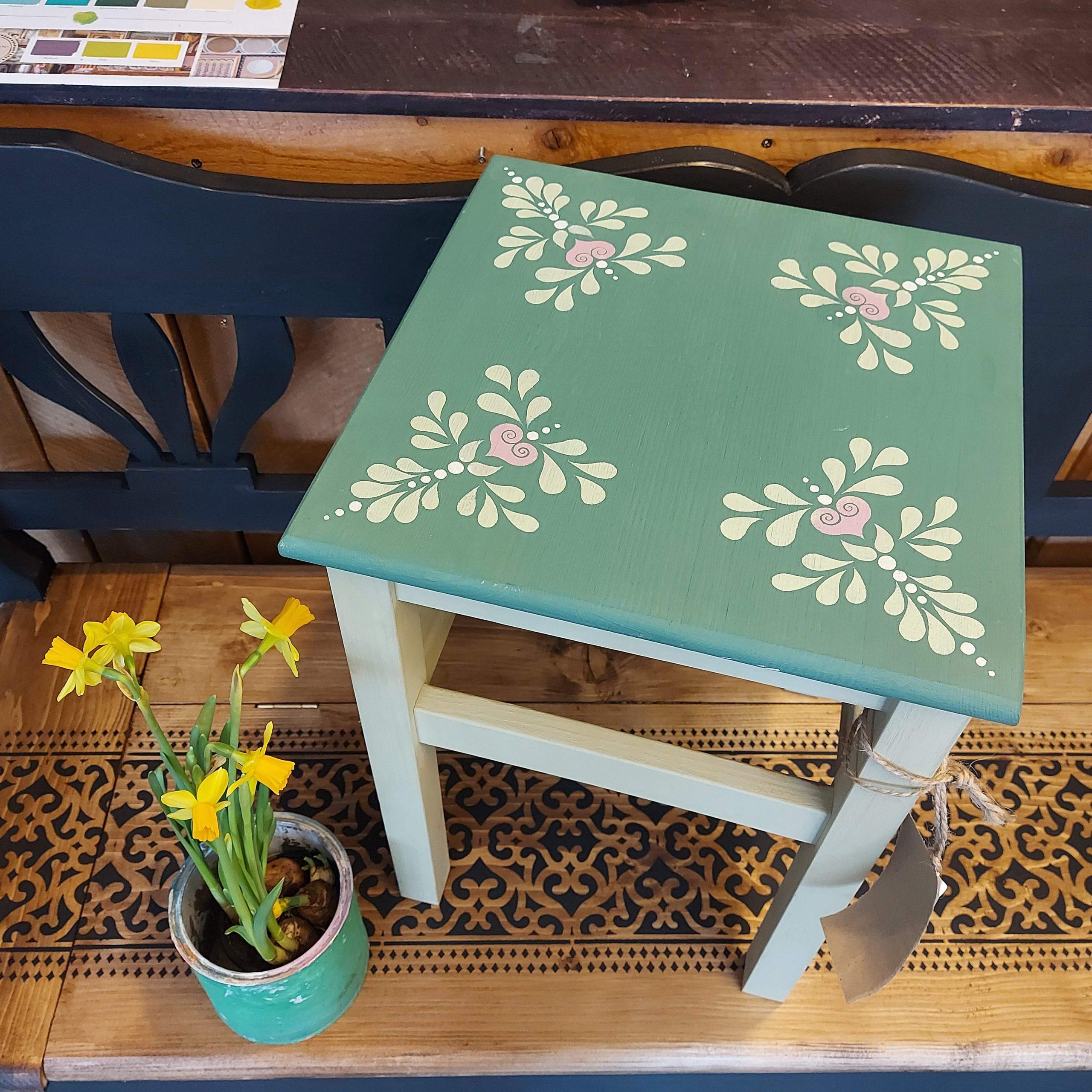 Folkový stolček